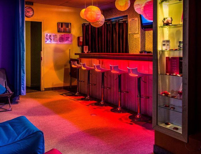 valence hylas bar
